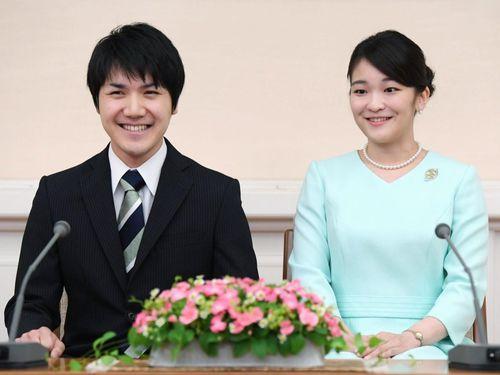 'Bạn trai công chúa Nhật Bản giống hệt Meghan Markle'