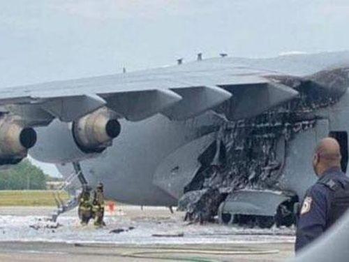 'Ngựa thồ' C-17 của Mỹ bốc cháy trên đường băng
