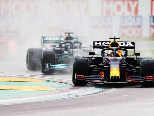 Max Verstappen soán ngôi ngoạn mục tại đường đua Imola