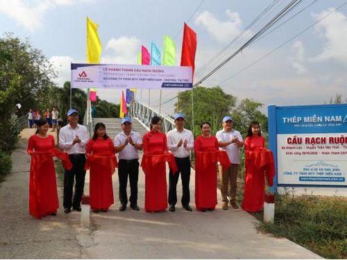 Khánh thành cầu dân sinh ở Cà Mau, Thép Miền Nam – VNSTEEL làm điểm tựa cho học sinh đến trường