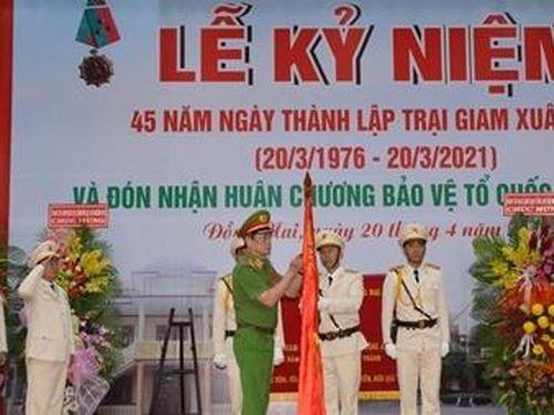Trại giam Xuân Lộc đón nhận Huân chương Bảo vệ Tổ quốc hạng Nhất
