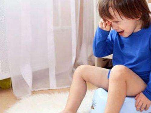 Mới 2 tuổi đã bị cắt 27cm đại tràng: Chuyên gia cảnh báo dấu hiệu trẻ táo bón cần can thiệp sớm