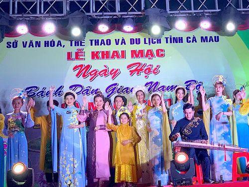 'Cháy hàng' Ngày hội bánh dân gian ở Cà Mau