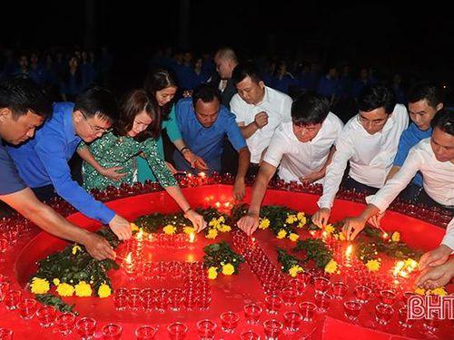 Tuổi trẻ Hà Tĩnh thắp nến tri ân cố Tổng Bí thư Hà Huy Tập