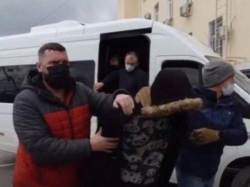 FSB bắt, nhốt lồng sắt 1 người Nga làm việc cho tình báo Ukraine ở Crimea
