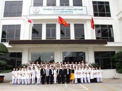 Trường trung cấp Y Khoa Việt Nam tuyển sinh năm 2021