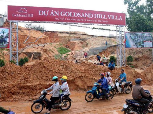 Bình Thuận: Cát lại đổ ập xuống đường
