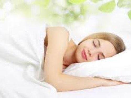 4 mẹo khoa học giúp bạn chìm vào giấc ngủ nhanh chóng
