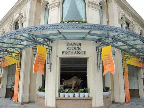 Đã có 11 doanh nghiệp chuyển giao dịch từ HoSE sang HNX