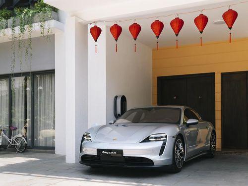 Porsche Taycan chính thức được giao đến các khách hàng đầu tiên tại Việt Nam