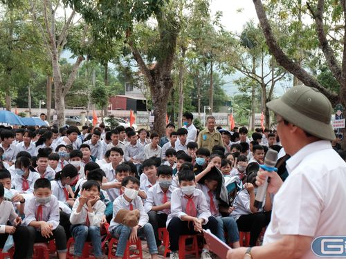 Học sinh vùng cao Bắc Giang ấn tượng với 'ông giáo' Nguyễn Lân Dũng