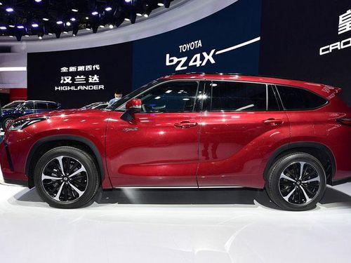 Chi tiết Toyota Crown Kluger vừa ra mắt