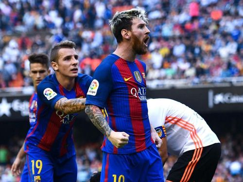 Messi cứu rỗi Barca trong cơn mưa bàn thắng tại Mestalla