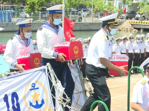 Bà Rịa - Vũng Tàu: Cử tri làm việc trên biển bầu cử sớm