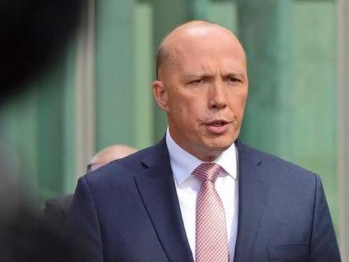 Úc tính chuyển đẩy Trung Quốc khỏi cảng biển chiến lược