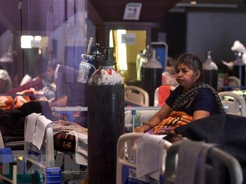 UAE và Australia cấm nhập cảnh đối với người đến từ Ấn Độ