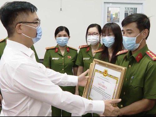 Thành phố Vũng Tàu khen thưởng đột xuất lực lượng cấp căn cước công dân