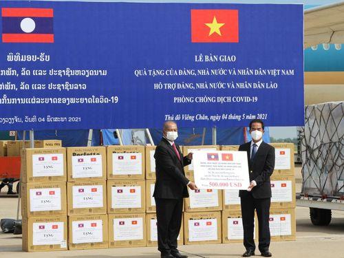 Việt Nam là quốc gia đầu tiên hỗ trợ Lào đối phó với sự bùng phát của dịch Covid-19
