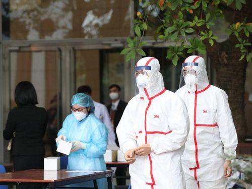 Trường hợp F1 là nhân viên y tế ở Hải Dương có kết quả âm tính lần 1 với SARS-CoV-2