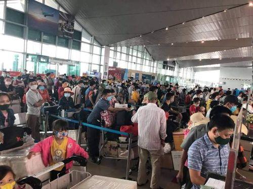 Cao điểm nghỉ lễ 30-4, gần 1 triệu khách qua ba sân bay lớn nhất nước