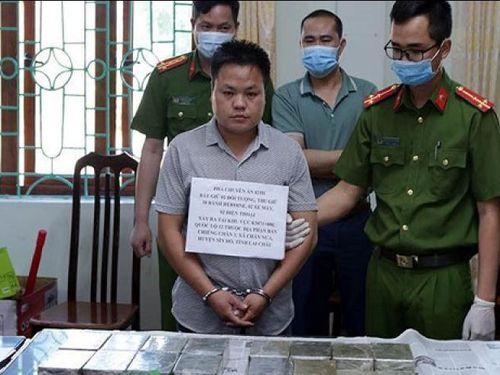 Lai Châu: Bắt 2 đối tượng 9x vận chuyển trái phép 30 bánh heroin