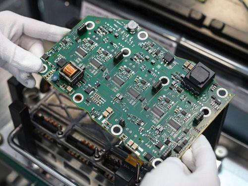 Nhiều mẫu ôtô bị cắt giảm trang bị vì thiếu chất bán dẫn