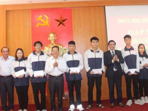 Hà Tĩnh có 10 học sinh được xét tuyển thẳng vào đại học, cao đẳng năm 2021