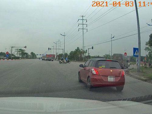 CSGT phạt lái xe vượt đèn đỏ qua tin nhắn Facebook