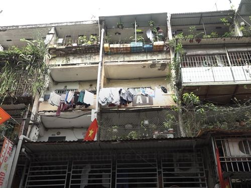 Sống thấp thỏm sợ hãi trong chung cư chờ xây mới giữa Thủ đô