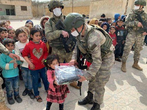 Bảo hộ trẻ em trong xung đột vũ trang: Thách thức mới từ đại dịch