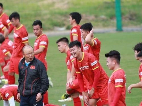 Hình ảnh đội tuyển Việt Nam tập luyện buổi thứ 3, tân HLV CLB Hà Nội được đặc cách quan sát