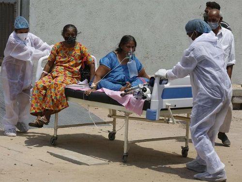 Thế giới hứng loạt dư chấn đáng sợ từ 'sóng thần' Covid-19 ở Ấn Độ