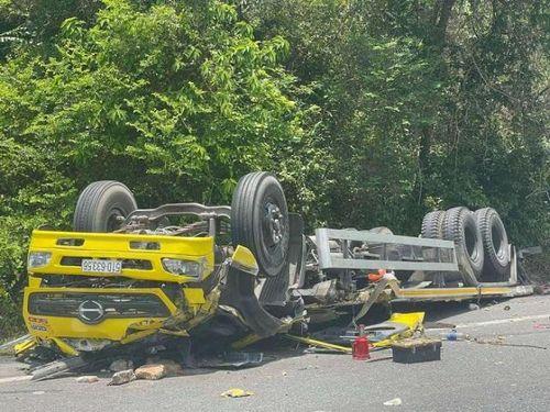 Tai nạn giao thông mới nhất hôm nay 12/5: Ô tô tải tông xe container, một phụ nữ tử vong trong cabin