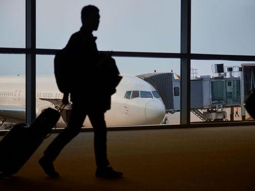 Hành khách Mỹ bị phạt hơn 10.000 USD vì xì mũi vào chăn trên máy bay