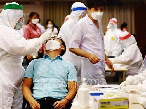 Bác sĩ Bắc Ninh xét nghiệm gần 7.000 mẫu mỗi ngày, chạy đua chống dịch