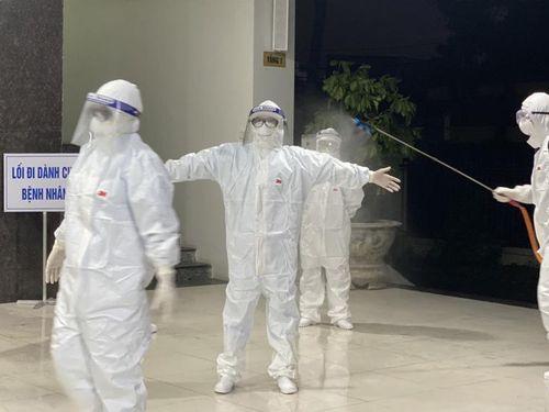 Y bác sĩ Khoa Truyền nhiễm, Bệnh viện Đa khoa Bắc Giang: Mỗi khi mặc bộ bảo hộ là bắt đầu cuộc sống khác