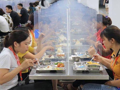Tháng hành động vì an toàn thực phẩm: Chăm lo bữa ăn cho người lao động