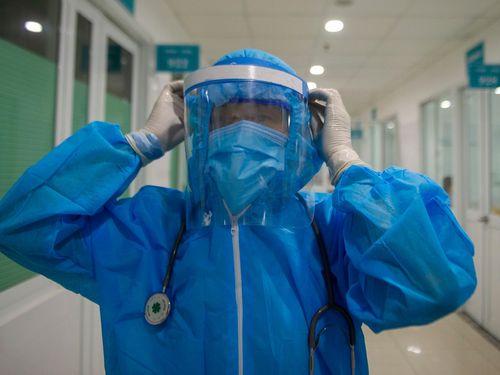 Một bác sĩ mắc Covid-19 bị viêm phổi