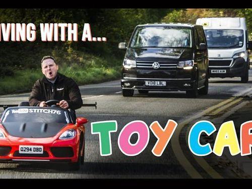 Xe ôtô đồ chơi đầu tiên trên thế giới hợp pháp đi phố