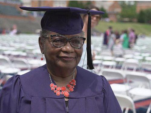 Cử nhân 78 tuổi và tấm bằng đại học mơ ước cả cuộc đời