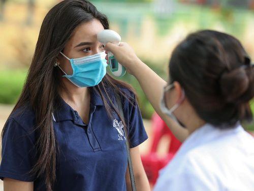 Cách ly gần 74.000 học sinh, giáo viên ở 10 tỉnh thành có tiếp xúc ca COVID-19