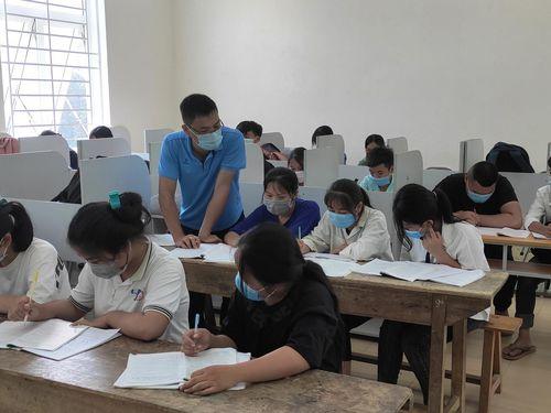 Thanh Hóa: Yêu cầu học sinh lớp 9 và lớp 12 tạm thời không đi khỏi địa phương