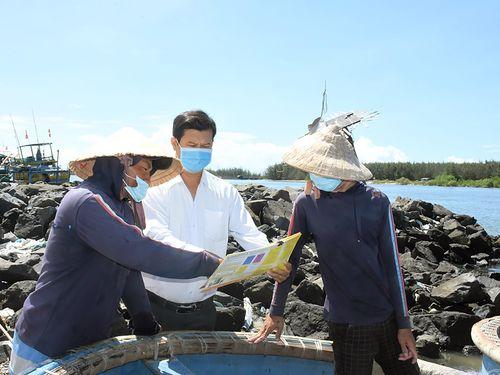 Vượt hàng trăm hải lý, ngư dân về bờ bỏ phiếu