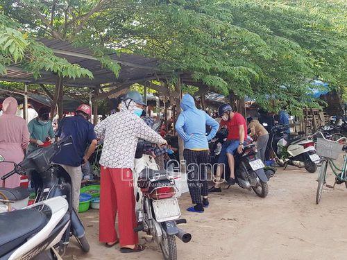 TP Bắc Giang: Vẫn còn chủ quan, lơ là phòng dịch tại các chợ tạm