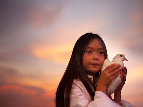 Con gái Đoan Trang hát 'Cho con' nhân ngày Quốc tế Thiếu nhi