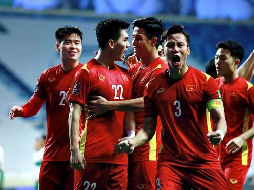 Việt Nam vững vàng trước UAE, Thái Lan vỡ mộng World Cup
