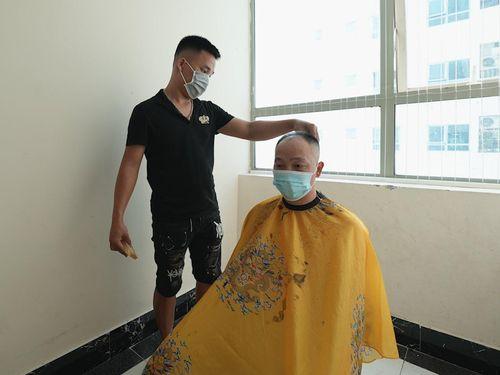 Dịch vụ cắt tóc tại nhà hút khách trong dịch Covid-19