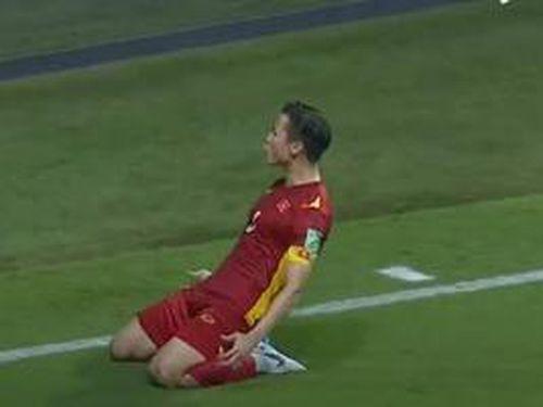 Những khoảnh khắc tuyệt đẹp của cầu thủ Việt Nam trong trận gặp Malaysia chạm tới trái tim của hàng chục triệu khán giả