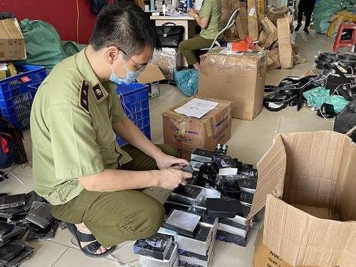 Hà Nội: Thu giữ hàng nghìn mỹ phẩm nghi giả