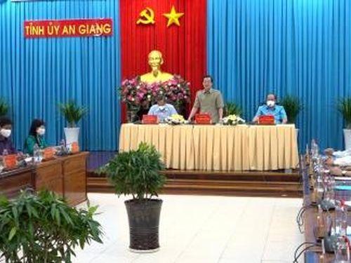 Thường trực Tỉnh ủy An Giang thông tin tình hình liên quan việc buộc tháo dỡ, di dời bè cá, nhà nổi trên sông thuộc địa bàn thủ đô Phnôm Pênh
